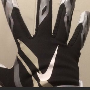 Nike Accessories - Black and silver Nike vapor jet football glove.